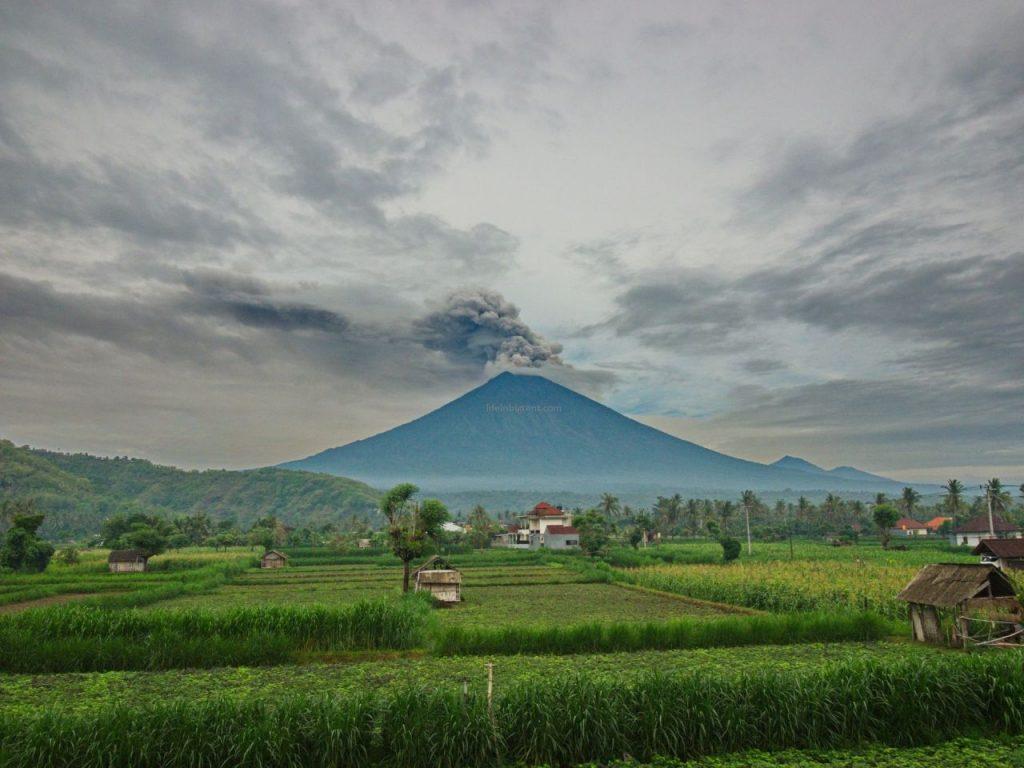 Ugnikalnis Agungas ryte