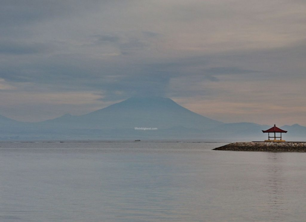 Ugnikalnis Agungas Sanure