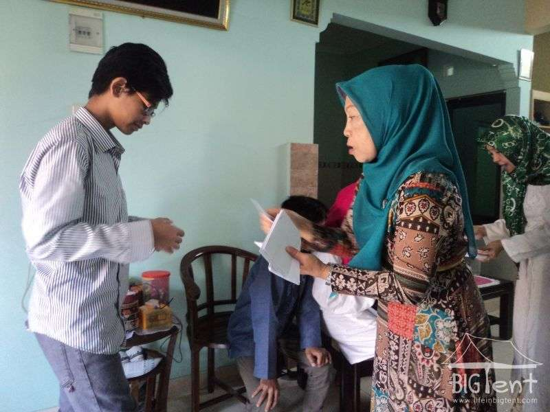 Idul Fitri money giving